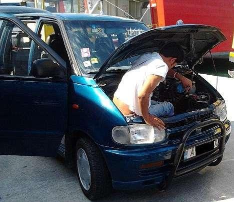 article013161e72000005d - Inmigrante afgano pasó 20 horas escondido bajo el capó de un coche
