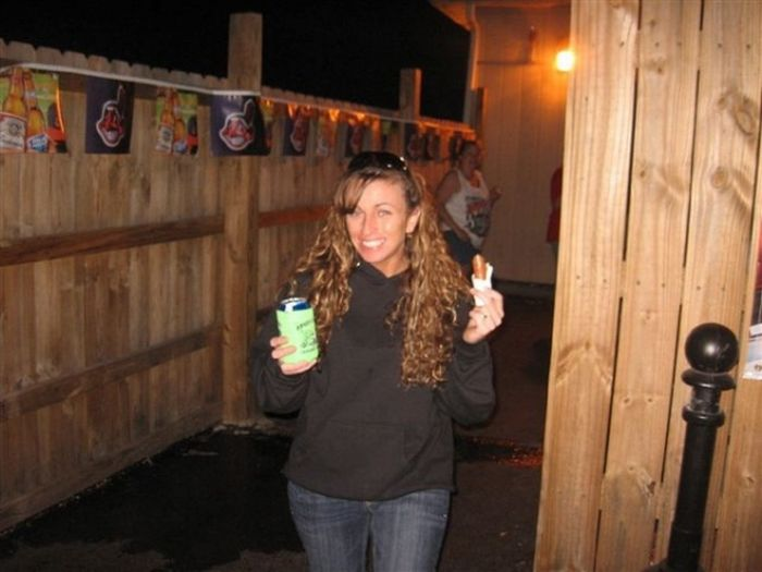 girlseatinghotdogs38 - Julio mes de los Hot Dogs celébralo con estas fotos de Chicas comiendo perritos calientes